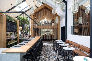 Ý Tưởng Thiết Kế Quán Cafe Không Gian Mở Với Phối Cảnh Linh Hoạt
