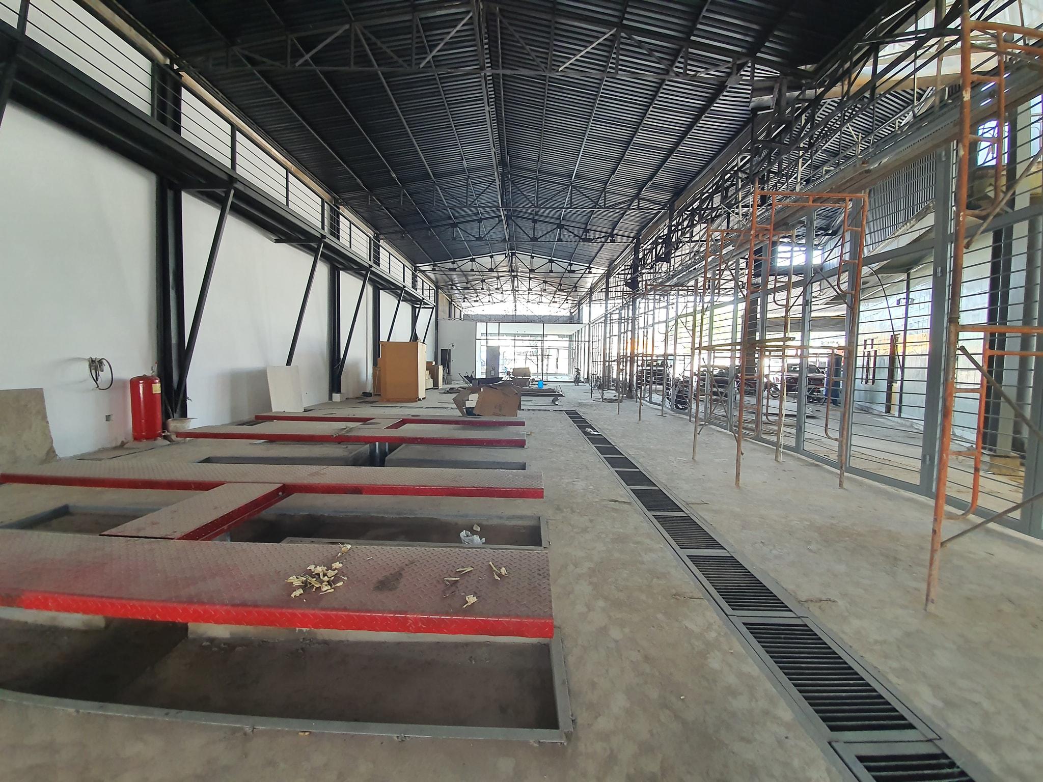 Nhà thầu xây dựng là yếu tố ảnh hưởng đến đơn giá xây nhà xưởng